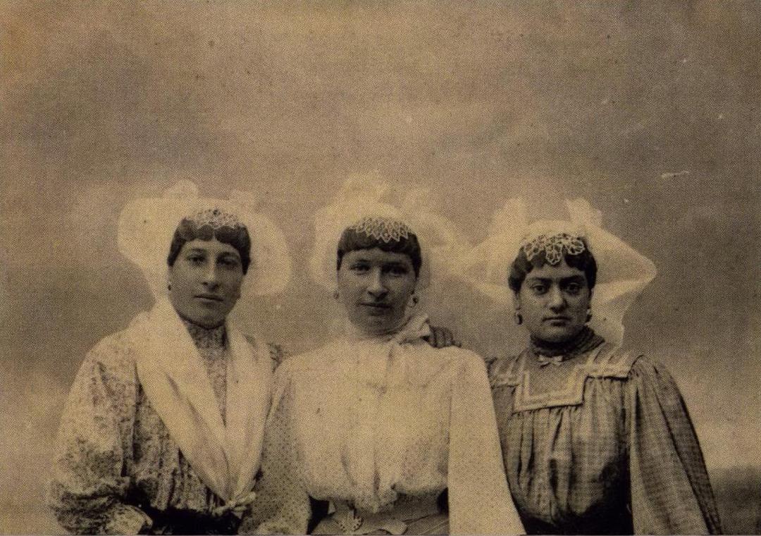 1910  Hélène Brossard - Eléonore Dappel Voisin - Victoria Merlet