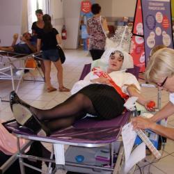 Chloé donne son sang